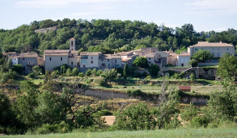 Village de Niozelles, le Défends et le chateau